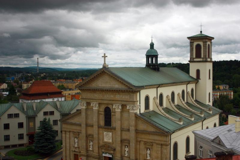 Widok na Bazylikę Mniejszą w Gorlicach z wieży ratuszowej.