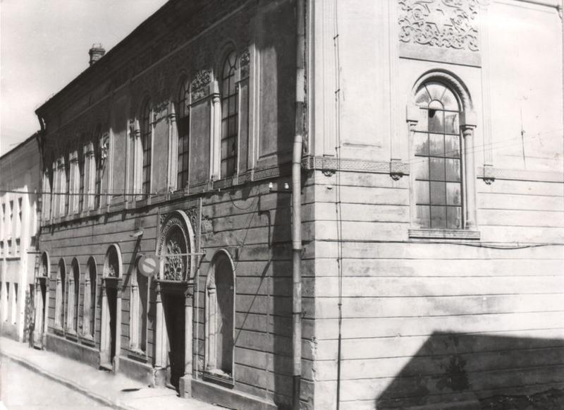 Archiwalne zdjęcie Gorlic przedstawiające Dawną bożnicę (dziś piekarnia) na rogu ul. Piekarskiej i ul. Cichej.