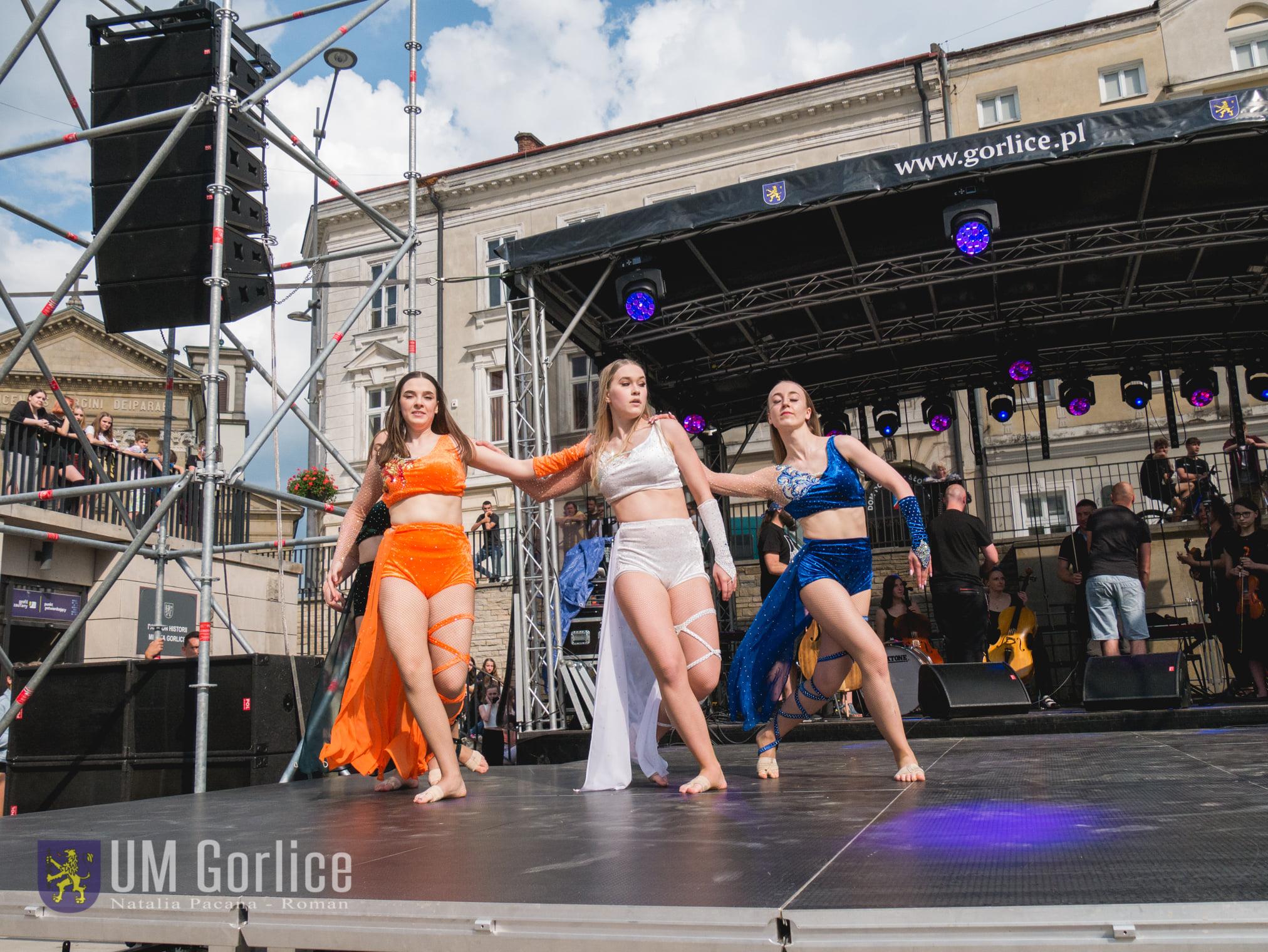 Występ grupy tanecznej